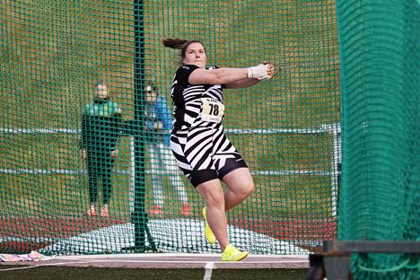 Kesäkuun 15. päivänä Orimattilan Tähtien kisoissa kuvattu Silja Kosonen kilpailee parhaillaan Tallinnassa U20-ikäisten EM-kilpailuissa.