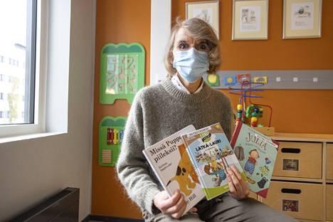 Marja Asikainen kannustaa vanhempia lukemaan kirjoja lapsille. Esimerkiksi kuvakirjojen lukeminen kartuttaa pienen lapsen sanavarastoa.