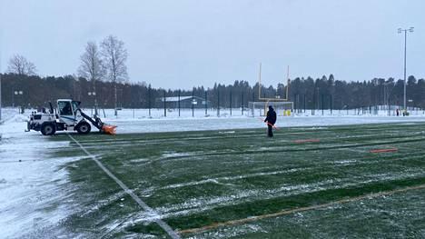 Tältä näytti Porin urheilukeskuksen kentällä kello 13 maissa lauantaina.