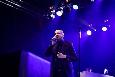 Juha Tapio houkutti yleisön yhteislauluun.