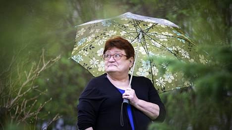 Porilaisen Anitta Jääskeläinen on kärsinyt jo nuoresta tytöstä koivun siitepölyallergiasta. Vesisateet tuovat hetkeksi helpotuksen heinänuhasta kärsivän elämään.