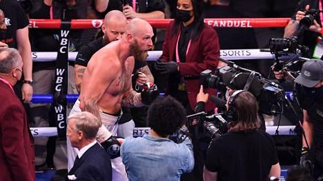Suomen Robert Helenius voitti jo toistamiseen puolalaisen Adam Kownackin ammattinyrkkeilyn raskaassa sarjassa Las Vegasissa 9. lokakuuta.