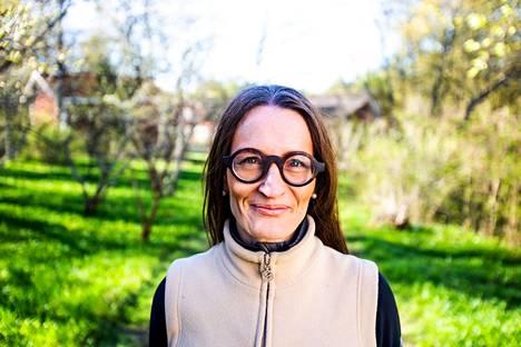 Vuonna 2019 Petra Schulze Steinen kunnosti Rapolan kartanoa Valkeakoskella.