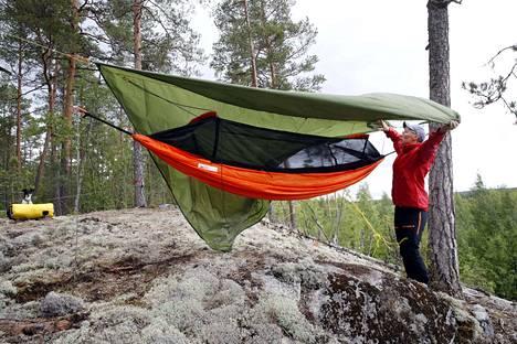 Oulussa syntynyt, Pyhärannassa asuva, mutta raumalaisena itseään pitävä Niina Korjonen suosii retkillään paikkoja, joista näkee kauas. Porissa hän viritti riippumattonsa Järvikylän suunnalla olevan Kettukallion laelle.