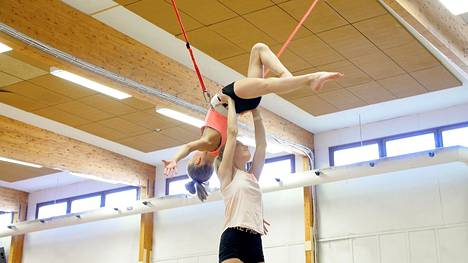 Tampereen Voimistelijat tarjoaa kehittymisen mahdollisuuden sadoille nuorille voimistelijoille, joiden harrastusta myös Kannustajat-tuki on edistänyt.