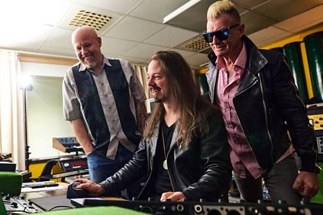 Soolokeikoilla tutut hittibiisit ovat vahvasti alkuperäisessä kuosissaan, mutta konsertissa ja musikaalissa Tuomas Wäinölä on saanut vapaat kädet sovittaa.