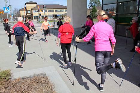 Uuden tutkimuksen mukaan kävely tekee hyvää. Kuvituskuva.