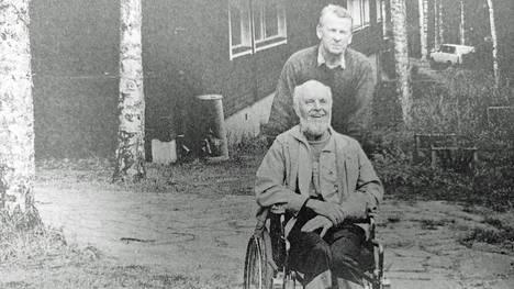 Vuonna 1991 Sammalniemen lomakylässä Juupajoella pidettiin kahdeksan päivän kurssi aivohalvauksen sairastaneille ja heidän omaisilleen.