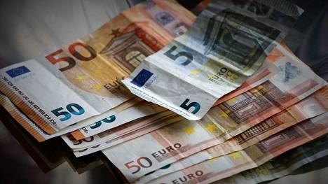 Hallituksen esittämät veromuutokset vaikuttavat suomalaisten käteen jääviin tuloihin myös ensi vuonna.