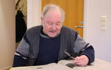 Suur-Keuruun arkistosta löytyy Hannu Kostilaisen ensimmäinen juttu marraskuulta 1979.