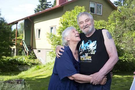 Jukka ja Liisa Virtasen rakkaustarina kesti yli 50 vuotta. Jukka kehui vuodesta toiseen vaimonsa tukea.