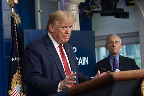 Yhdysvaltain presidentti Donald Trump torstaina tiedotustilaisuudessa Valkoisessa talossa.