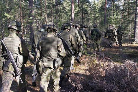Edelleen armeijassa ammutaan, juostaan, testataan ja koetellaan taistelijan henkisiä fyysisiä rajoja.
