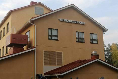 Sairastuneita ja karanteeniin asetettuja on Vilppulankosken koulussa, Vilppulankosken päiväkodissa ja Kolhon koulussa.
