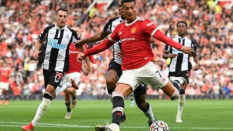 Cristiano Ronaldo teki häikäisevän paluun Manchesteriin. Tiistaina Sveitsissä ManU saattaa lepuuttaa konkaritähteään.