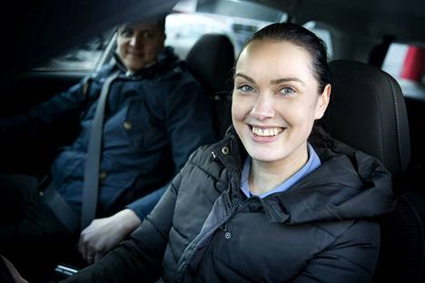 Asiakkuuspäällikkönä toimiva Hanna-Riikka Taipalmaa ajaa työnsä puolesta muiden muassa Porista Raumalle ja Kankaanpäähän. Hän harrastaa crosstrainingia ja käy pentukoulua bostoninterrieri Lakun kanssa.