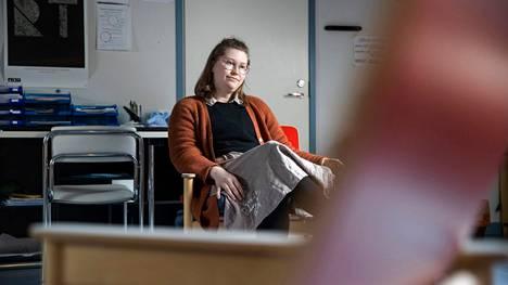 Lääkäri Linnea Liimatta kuuluu säännön vahvistavien poikkeusten joukkoon. Hän erikoistuu Satakunnassa nuorisopsykiatriaan.