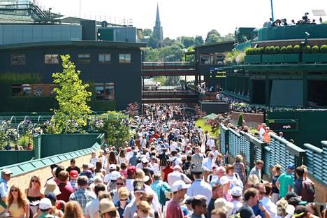 Wimbledonin järjestäjät arvioivat, että tämän vuoden turnaus olisi tuonut kassaan noin 285 miljoonaa euroa.