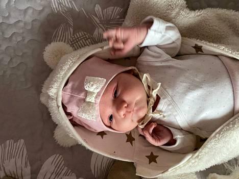 Peppi Kykkäsen pienellä tyttärellä ei ole vielä nimeä. Ristiäiset ovat kesäkuussa ja nimi on jo päätetty.