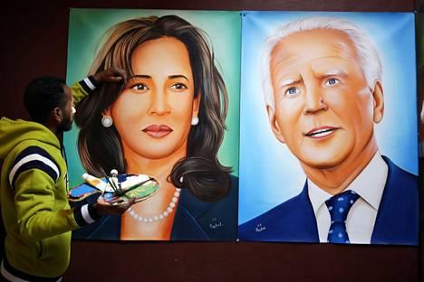 Taiteilija Jagjot Singh Rubal maalasi seinään presidentti Joe Bidein ja varapresidentti Kamala Harrisin muotokuvat Amritsarissa Intiassa. Taiteilija aikoo lähettää maalaukset Yhdysvaltojen johtajaparille.