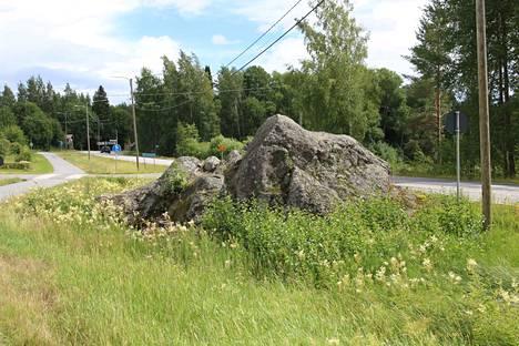 """""""Maistakivi"""" sijaitsee Kokemäellä Ristentien ja Kolsintien risteyksessä. Siinä on kivi- ja pronssikauden aikana pesty ruumiita."""