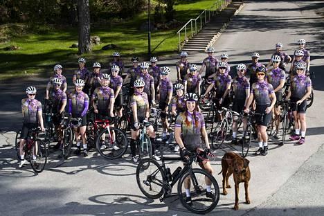 Sanna Cederqvist johtaa tamperelaislähtöistä maantiepyöräilyjoukkuetta Team Bibiä tavoitteeseen, jota yksikään naisista koostuva joukkue ei ole aiemmin saavuttanut.