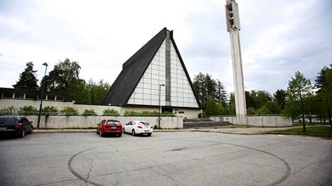 Kirkkovaltuuston jäsenen Riikka-Leena Eerola-Niemisen mukaan Valkeakosken kirkon ylläpitokustannukset ovat olleet huomattavasti pienemmät kuin julkisuudessa on esitetty.