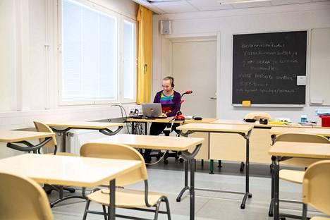 Suupanniityn koulussa jouduttiin syyskuussa etäopetukseen lyhyellä varoitusajalla, kun koulussa tuli ilmi virustartunta ja altistumisia. Kuvassa opettaja Minna Takala.