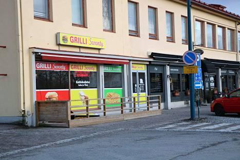 Grilli Seventyn ovi ei juurikaan käy, sillä asiakkaat eivät ole löytäneet syksyllä avattua ruokapaikkaa.