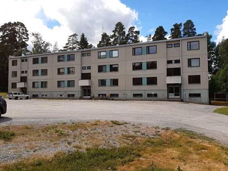 Poikkikatu 23:ssa puretaan D-F-rappujen asunnot. Osa asunnoista on jo tyhjillään.