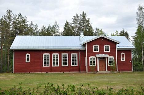 Harjulinnan katto kiiltää nyt! Talo edustaa 1920-luvun klassismia tyylin kuuluvine ikkunoineen ja julkisivun koristuksineen.
