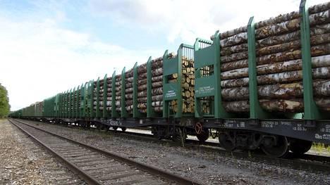 Suomen metsäteollisuus pitää harmillisena Venäjän päätöstä keskeyttää raakapuukuljetukset Saimaan kanavan kautta marraskuun alusta lähtien.