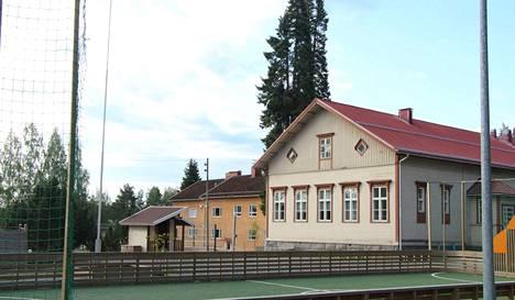 Tyrväänkylän koulun liikuntasali on toistaiseksi käyttökiellossa. Iltavuoroja on jouduttu perumaan ja osa vuoroista on voitu siirtää muualle.