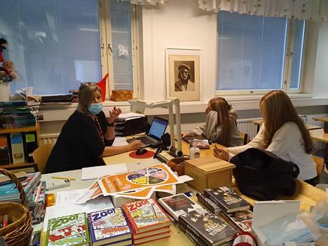 Anna-Maria Kohtala on itse lukenut tänä vuonna jo 90 kirjaa.