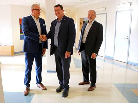 Æsir Technologies Inc:n investointisuunnitelmista kertoivat Kokemäen kaupunginjohtaja Teemu Nieminen, yrityksen talouspäällikkö Craig Wilkins sekä yrityskehittäjä Ari Virtanen.