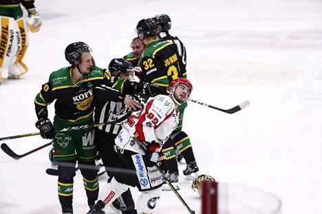 Ilves ja Sport kamppailevat voitosta vähämaalisessa ottelussa.
