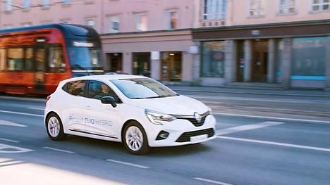 Renault Clio E-TECH Hybridin taloudellisuutta tehostavat lyhyiden matkojen ajaminen sähköllä sekä edistyksellinen ajoakuston latautuminen moottorijarrutuksissa.