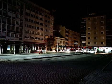 Sähkökatkos pimensi myös kaupunkilaisten asunnot.