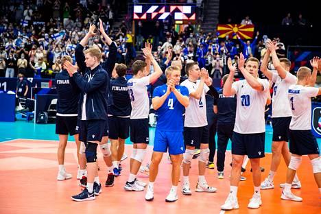 Suomi pääsi juhlimaan EM-voittoa Espanjasta Hakametsän yleisön edessä.