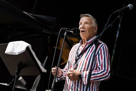Eino Grön esiintymässä Pori Jazz Soi taas -tapahtumassa.
