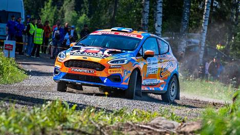 Hallitseva Suomen mestari, sastamalalainen Lauri Joona on vain pisteen päässä sarjan kärjestä ennen viimeistä SM-osakilpailua.