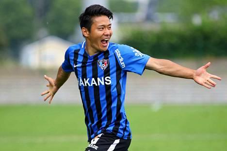 Taiki Kagayama tuuletti 1-0-maalia vain kahden minuutin pelaamisen jälkeen. Jaakko Stenroos/AOP