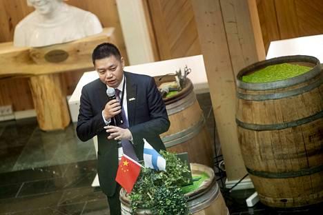 CATL:n liiketoimintajohtaja Tan Libin puhui energia-alan seminaarissa Vaasassa viikko sitten. Kiinalainen akkuvalmistaja CATL omistaa osan Valmet Automotivesta, jonka autotehdas on Uudessakaupungissa ja akkuvalmistus Salossa.