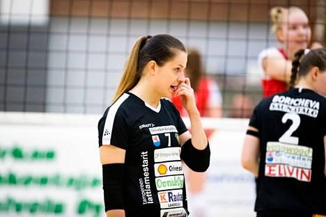 Annukka Paloniemi käynnisti OrPon kirin LP Viesti -ottelun neljännessä erässä.