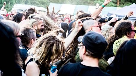 Yleisöä punkfestivaali Puntala-rockissa Lempäälässä vuonna 2016.