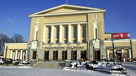 Tässä seisoo tulevan teatterinjohtajan työpaikka. Tampereen Teatteri sijaitsee kaupungin paraatipaikalla Keskustorin laidalla.