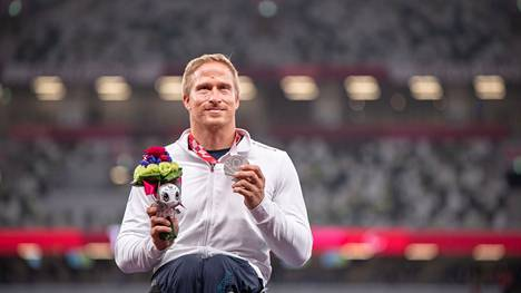 Leo-Pekka Tähti voitti hopeamitalin T54-luokan 100 metrillä Tokion paralympialaisissa.