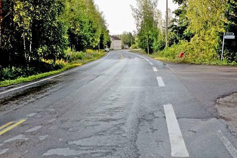Henkilöauto törmäsi pikkubussiin Peräseinäjoella.