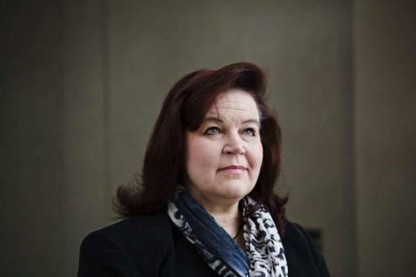 Anne Holmlund (kok) nosti sopeutumiseläkettä koko viime vuoden.