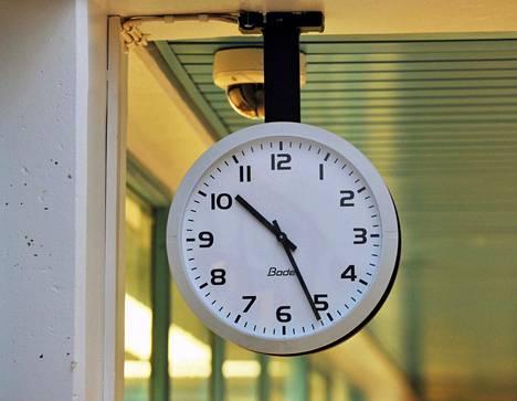 Jäsenmaiden tulee ilmoittaa huhtikuussa 2020, mitä aikaa ne aikovat jatkossa noudattaa.